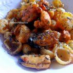 Pasta con mejillones en salsa picante