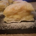 Hojaldres rellenos de crema pastelera