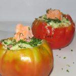 Juego de bloguer@s 2.0: Tomate relleno de salmón con alioli de aguacate