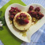 Gelatina de chocolate blanco con frutos rojos