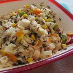 Ensalada de arroz salvaje con surimi y queso feta
