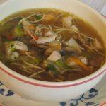 Sopa de noodles con champiñon en caldo de carne casero