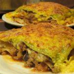 Lasaña de carne y crema de queso en bechamel de azafran