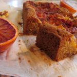 Pastel de avellana y naranja sanguina