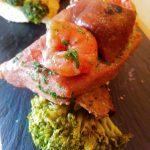 Tosta de atún fresco con setas en escabeche
